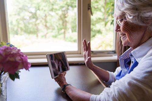 ipad et tablettes la nouvelle passion des seniors la location d 39 ipad par easytablettes. Black Bedroom Furniture Sets. Home Design Ideas